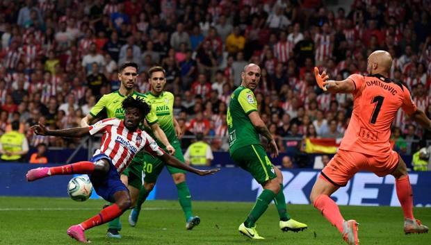 Thomas segna il gol decisivo per l'Atletico. Afp