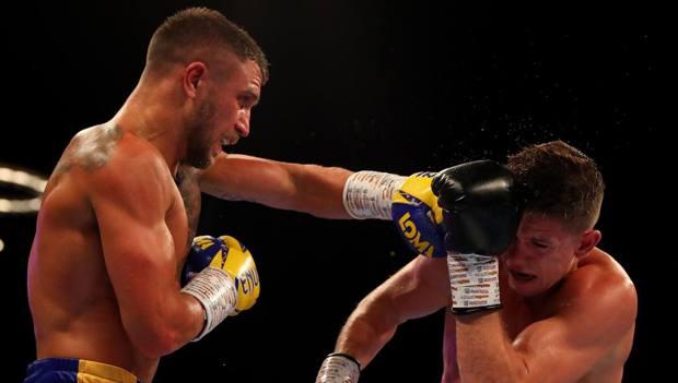 Vasyl Lomachenko sul ring con Luke Campbell. Getty