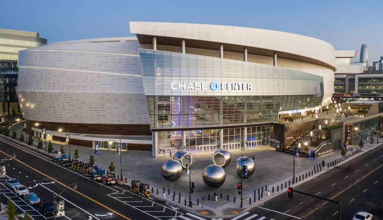 Il Chase Center, nuova casa-gioiello dei Warriors, è stato inaugurato martedì a San Francisco. Concepito per il basket, ha una capienza di 18.064 spettatori. I Metallica lo inaugureranno con un concerto il 6 settembre (Fotogallery Jason O'Rear/Chase Center)