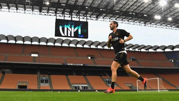 Diego Godin nell'allenamento di fine agosto a San Siro. GETTY
