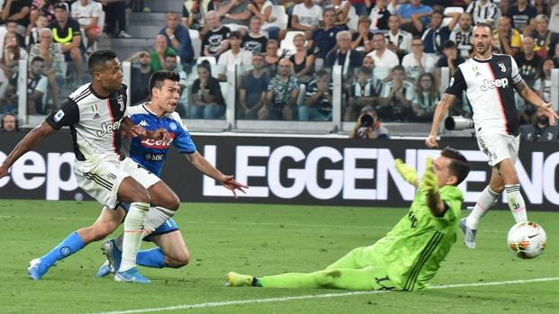 Il gol di Lozano alla Juve