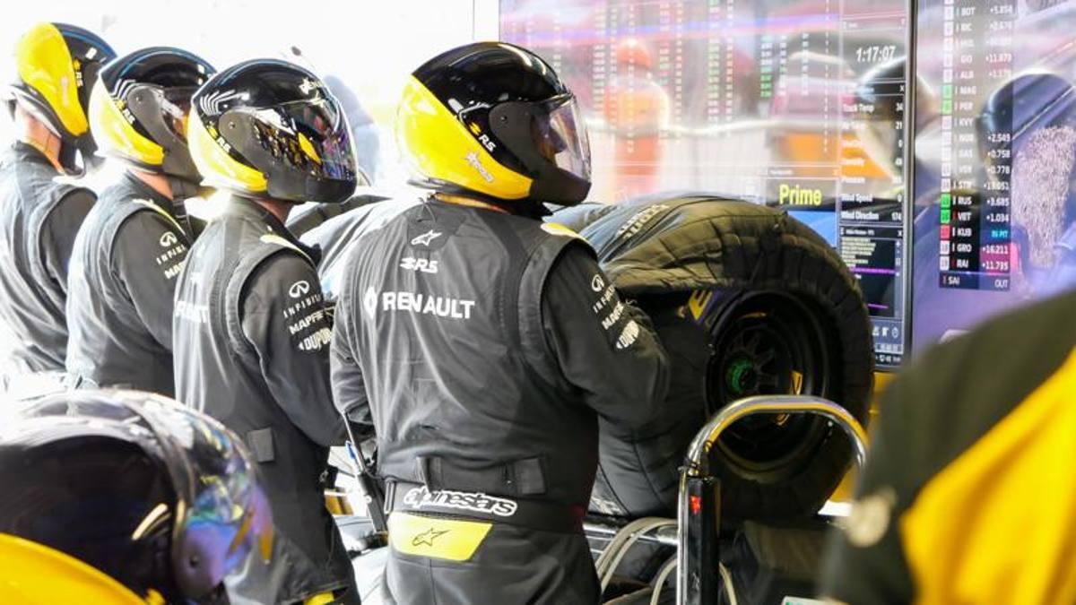 F1: al paddock di Monza tra pit-stop, birre e volti celebri