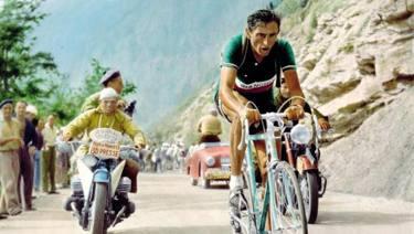 Fausto Coppi, il Campionissimo, oggi avrebbe compiuto 100 anni
