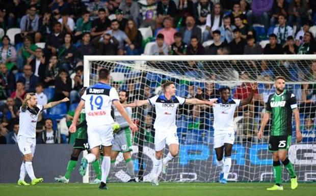 Gosens esulta dopo il gol del temporaneo 2-0. LaPresse