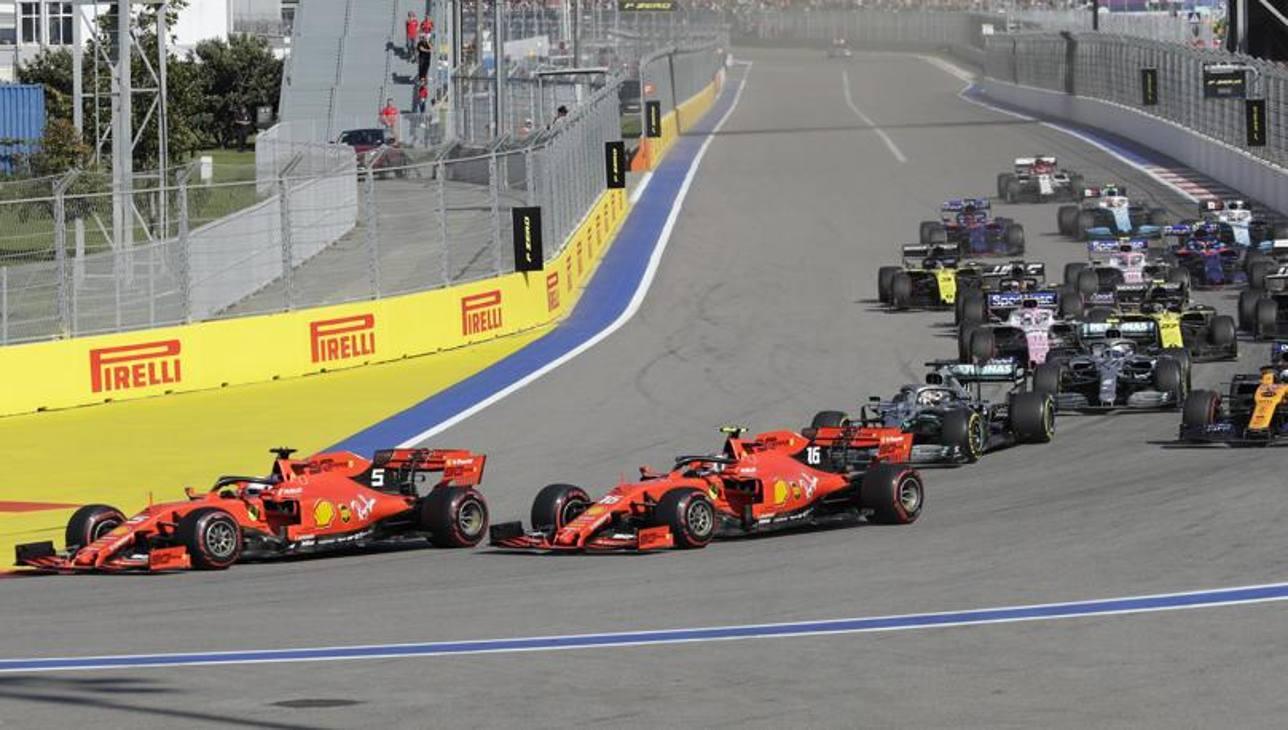Al via le due Ferrari sono davanti con Sebastian Vettel che precede Charles Leclerc