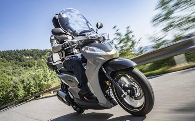 Prezzo del 50% nuove varietà originale più votato Honda SH300i 2019: la prova dello scooter più amato dagli ...