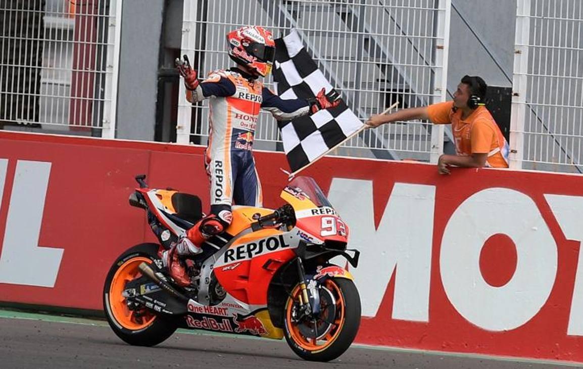 """In Argentina la prima vittoria stagionale di Marquez, con una cavalcata imperiosa dalla prima curva: notevole il vantaggio sul 2°; Rossi, arrivato a ben 9""""8 di distacco. Afp"""