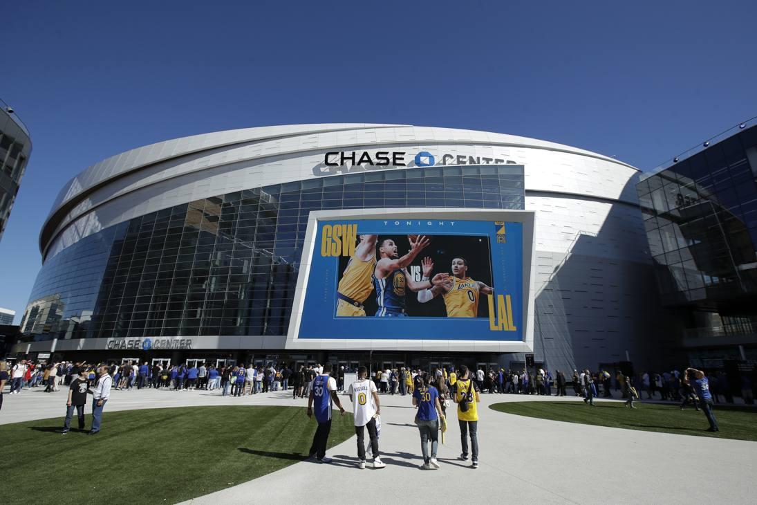 La sfida di preseason tra Warriors e Lakers è stata la prima per il basket al Chase Center, la nuova casa-gioiello dei Lakers a San Francisco. Ap