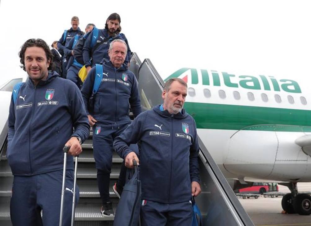 Norimberga, tutti giù dall'aereo: Tardelli, Toni, Dossena, Zaccardo, Ambrosini... rotta su Furth. Gallery di foto Getty Images