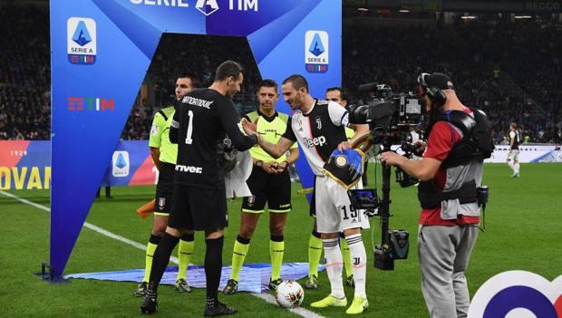 Handanovic e Bonucci prima di Inter-Juve