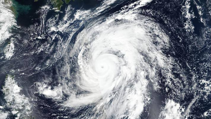 Il tifone potrebbe pregiudicare il programma della gara di automobilismo. AP