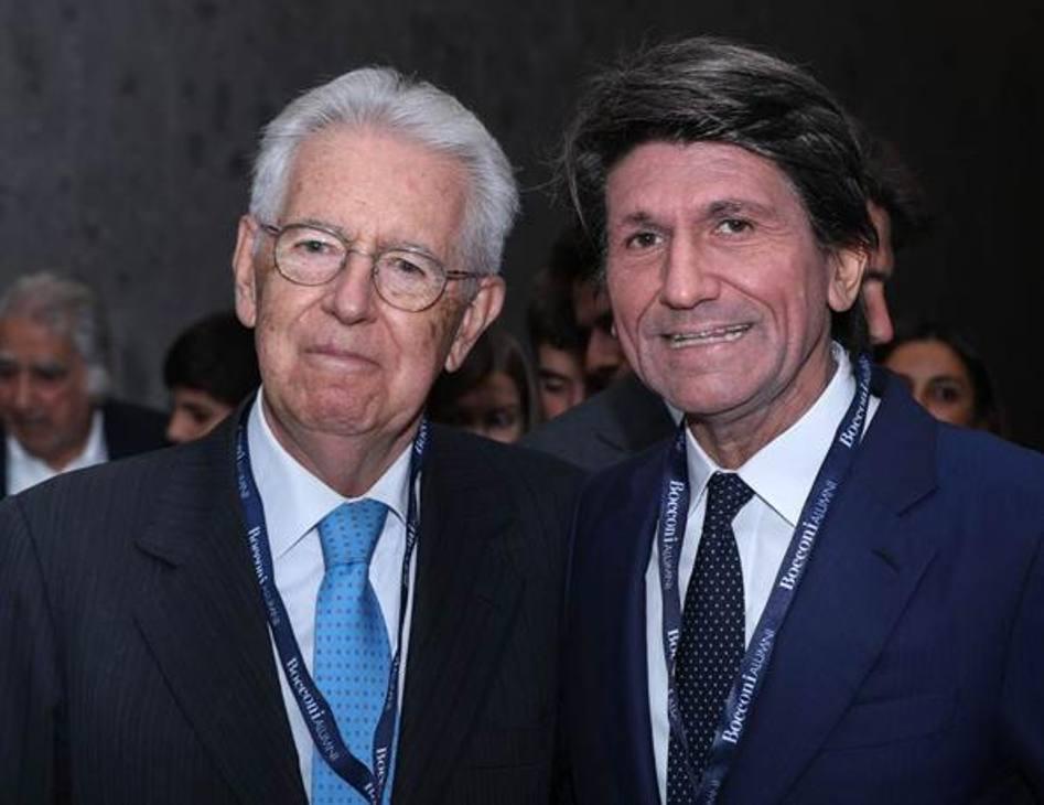 Mario Monti, ex presidente del consiglio italiano e senatore a vita, con il rettore della Bocconi, Gianmario Verona. Bozzani