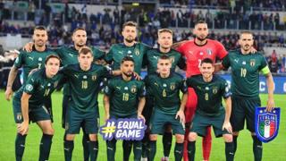 L'Italia in verde dopo 65 anni, c'è anche Totti a fare il tifo
