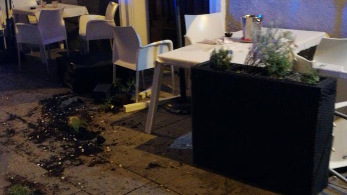 Cagliari, ultrà polacchi scatenati in centro dopo l'amichevole: sei ...
