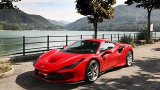 Nuova Ferrari F8 Tributo: le foto statiche e tecniche