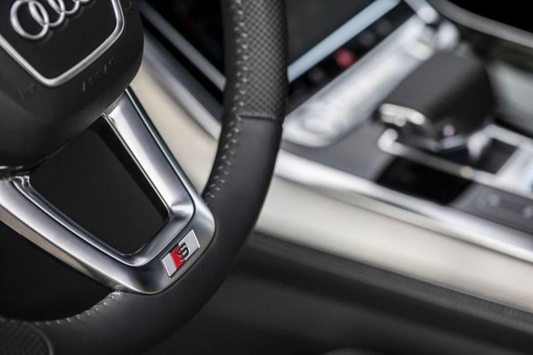 Audi Q7 Tfsi e: gli interni