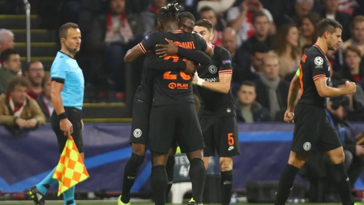 Colpo Chelsea in casa dell'Ajax. Il Lipsia rimonta e vince con lo Zenit