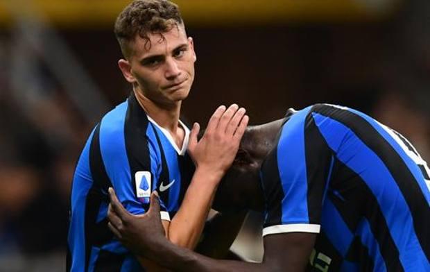 Lukaku con Esposito. Afp