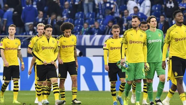 Il Dortmund a testa bassa dopo il k.o. con lo Schalke in campionato. Ap