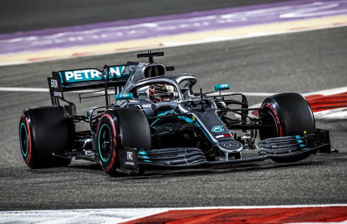 In Bahrain il primo centro stagionale di Lewis, che manda fuori giri Vettel e approfitta dei guai di Leclerc. Epa