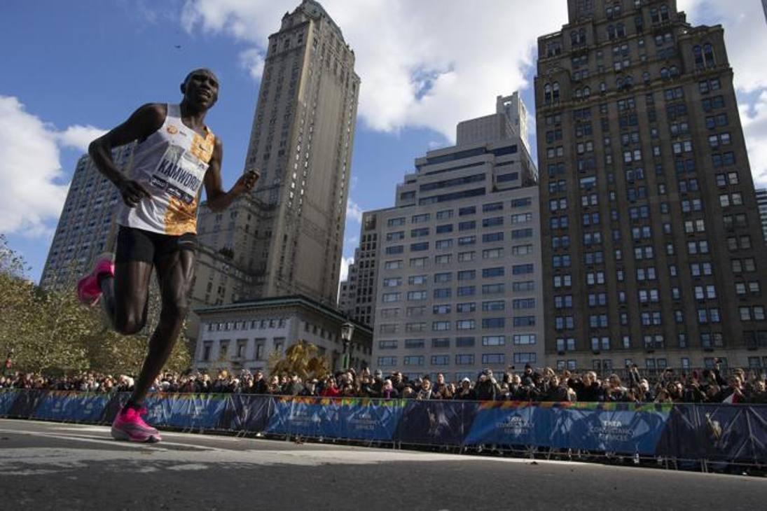 Il kenyano Geoffrey Kamworor, vincitore della gara maschile: per lui si tratta del secondo successo in tre anni. Ha corso in 2 ore 8 minuti e 13 secondi. Ap