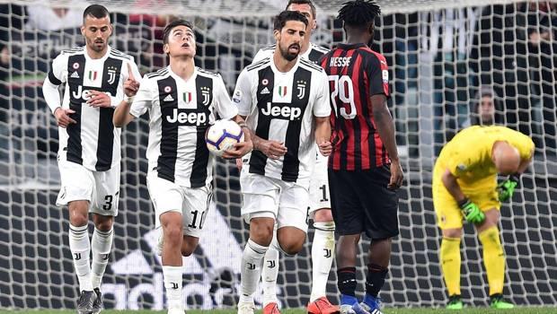 Dybala dopo l'ultimo gol al Milan, in aprile