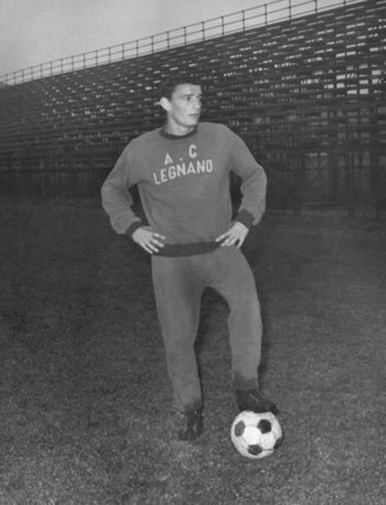 Riva ha esordito in Serie C col Legnano nel 1962. Nel 63' il trasferimento al Cagliari