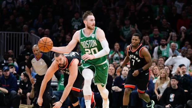 Gordon Hayward in palleggio: per il giocatore dei Celtics un nuovo infortunio dopo quello gravissimo di due anni fa. Afp