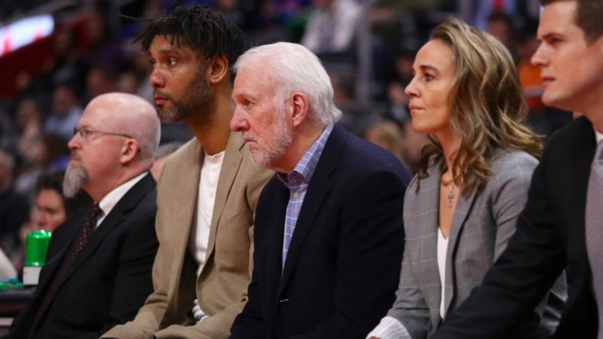 Coach Becky: la Hammon studia da Pop. Farà la storia in panchina?
