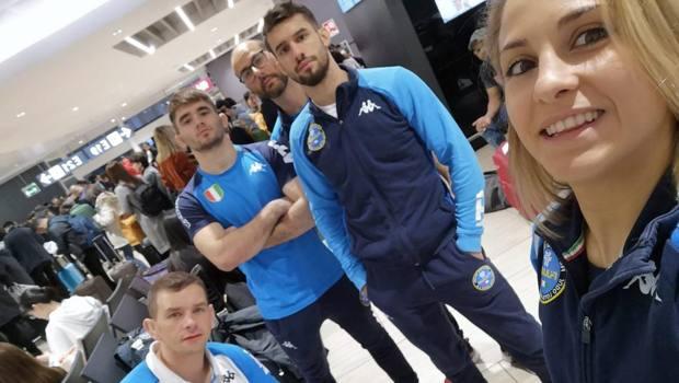 Il primo gruppo degli azzurri alla  partenza da Fiumicino
