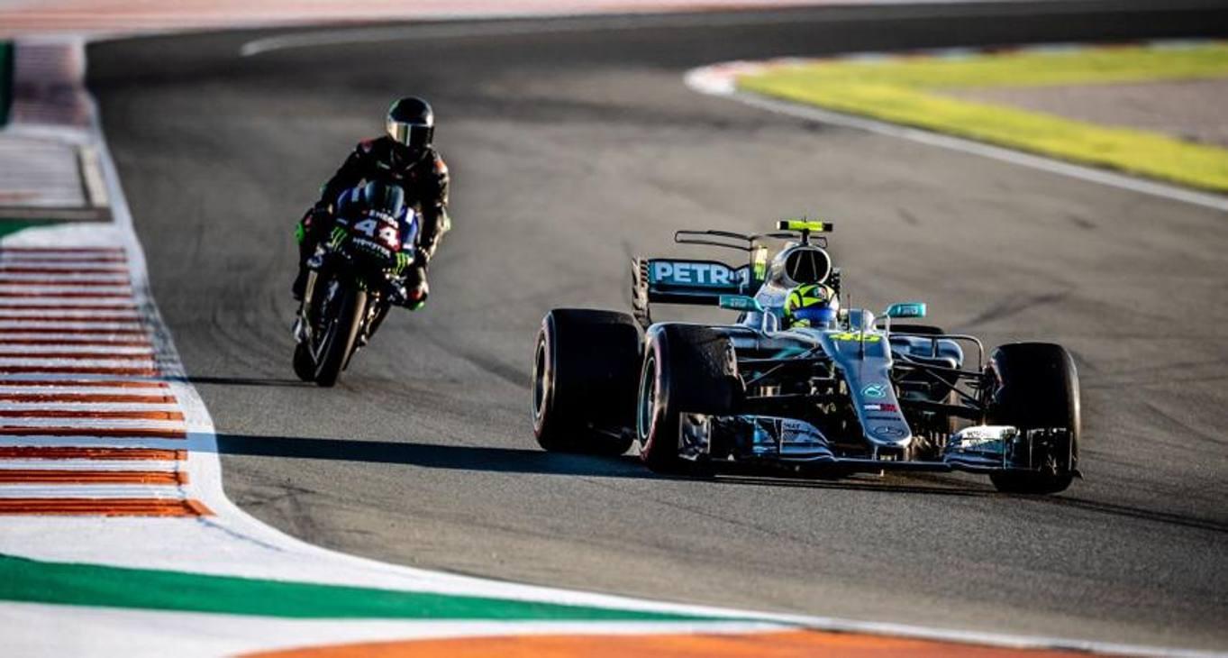 Lewis Hamilton e Valentino Rossi in pista a Valencia sui mezzi 'opposti'