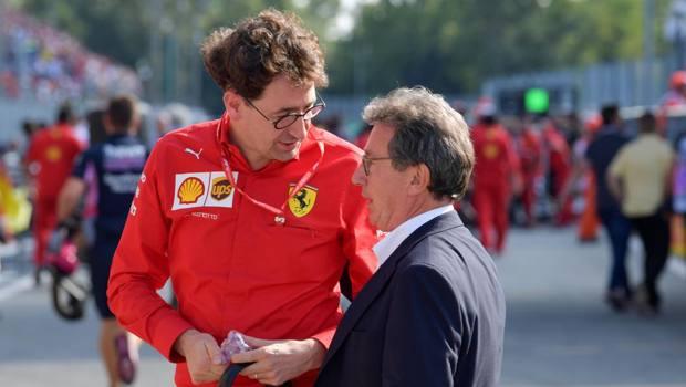 Mattia Binotto, 50, a colloquio con l'ad di Ferrari Louis Camilleri, 64. Afp