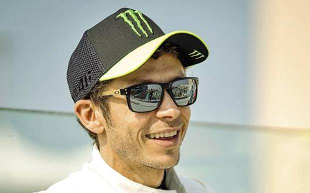 Valentino Rossi, 40 anni, in un momento di pausa nella corsa di Abu Dhabi