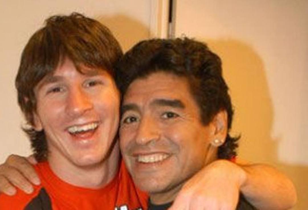 Un giovane Messi con Diego Maradona.