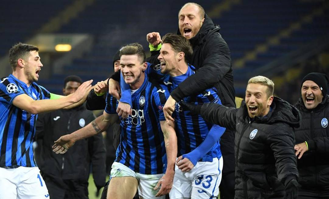 L'Atalanta festeggia la qualficazione agli ottavi di Champions. Afp