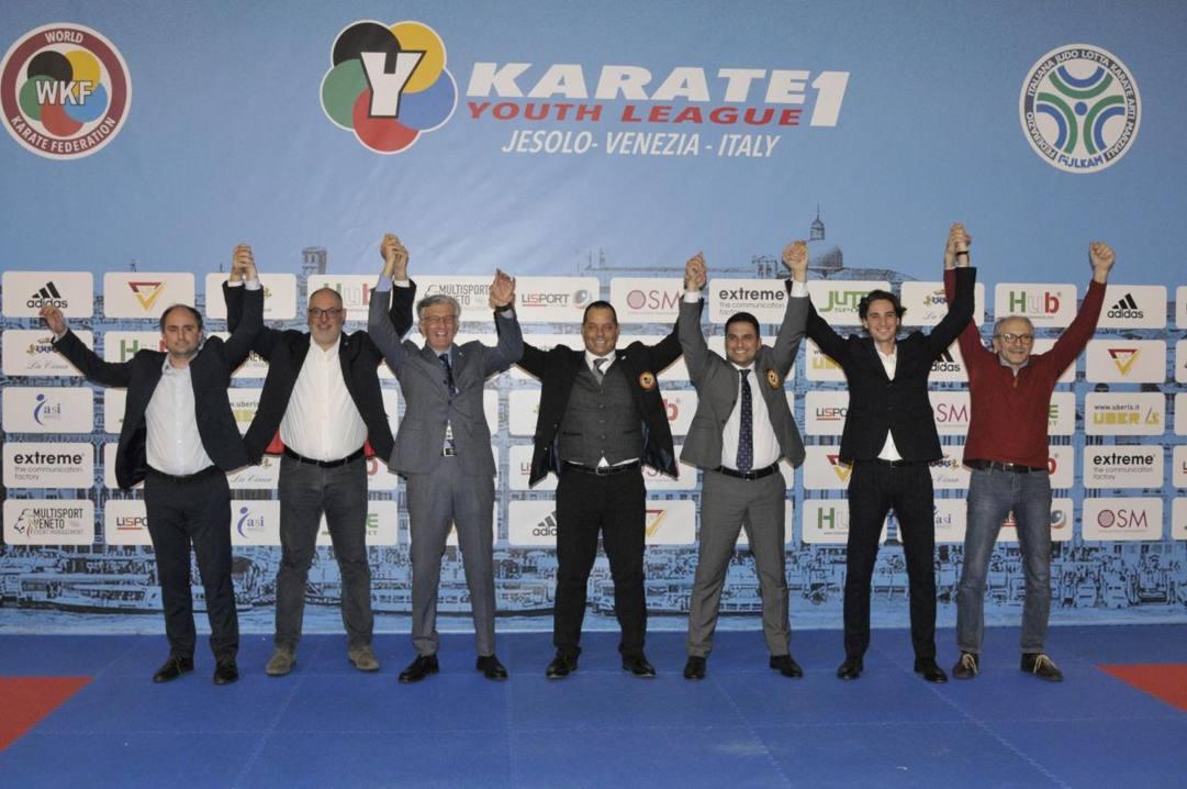 Gli organizzatori della tappa italiana di Youth League: al centro Davide Benetello