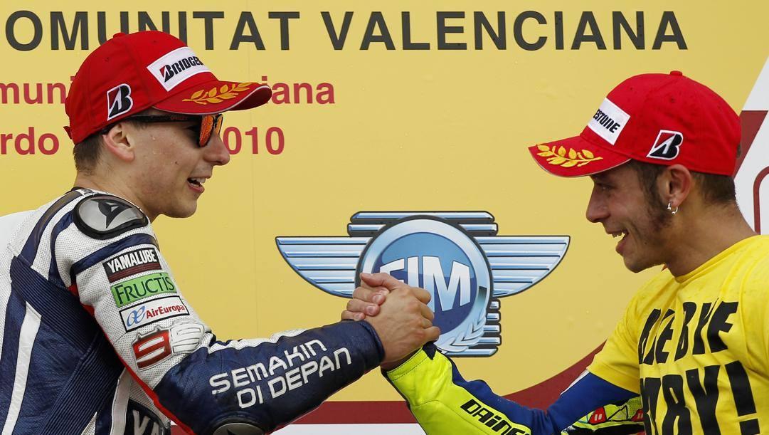 Jorge Lorenzo, 32 anni, con Valentino Rossi, 40, ai tempi della Yamaha. Ap
