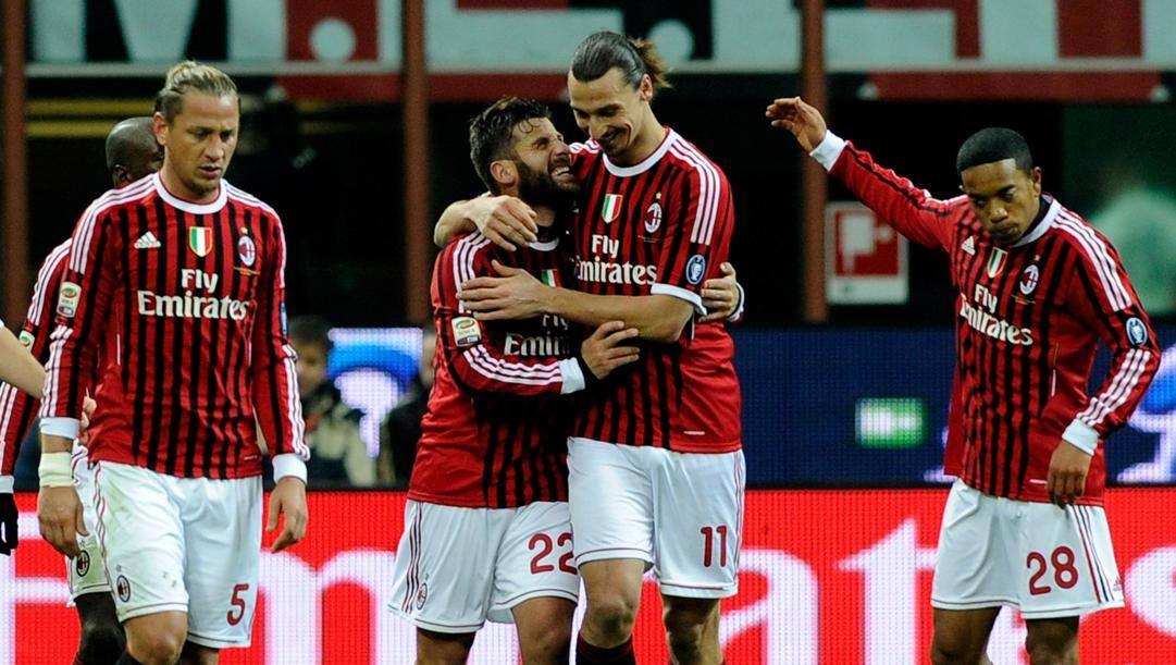 Antonio Nocerino abbraccia Zlatan Ibrahimovic: un'immagine dei tempi in maglia Milan. Getty Images