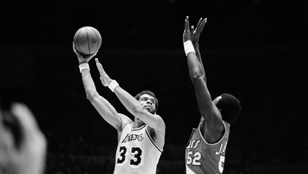 Kareem Abdul Jabbar in maglia Lakers. Ap