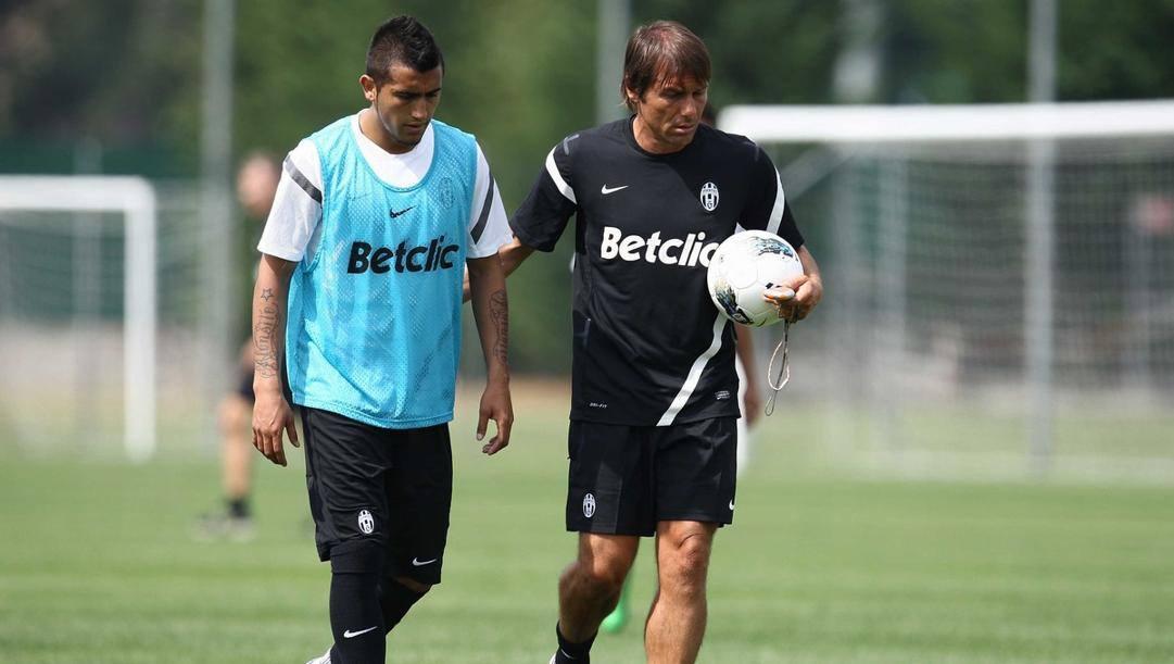 Antonio Conte e Arturo Vidal nel 2011 a Vinovo: la coppia potrebbe ritrovarsi presto, all'Inter. LaPresse