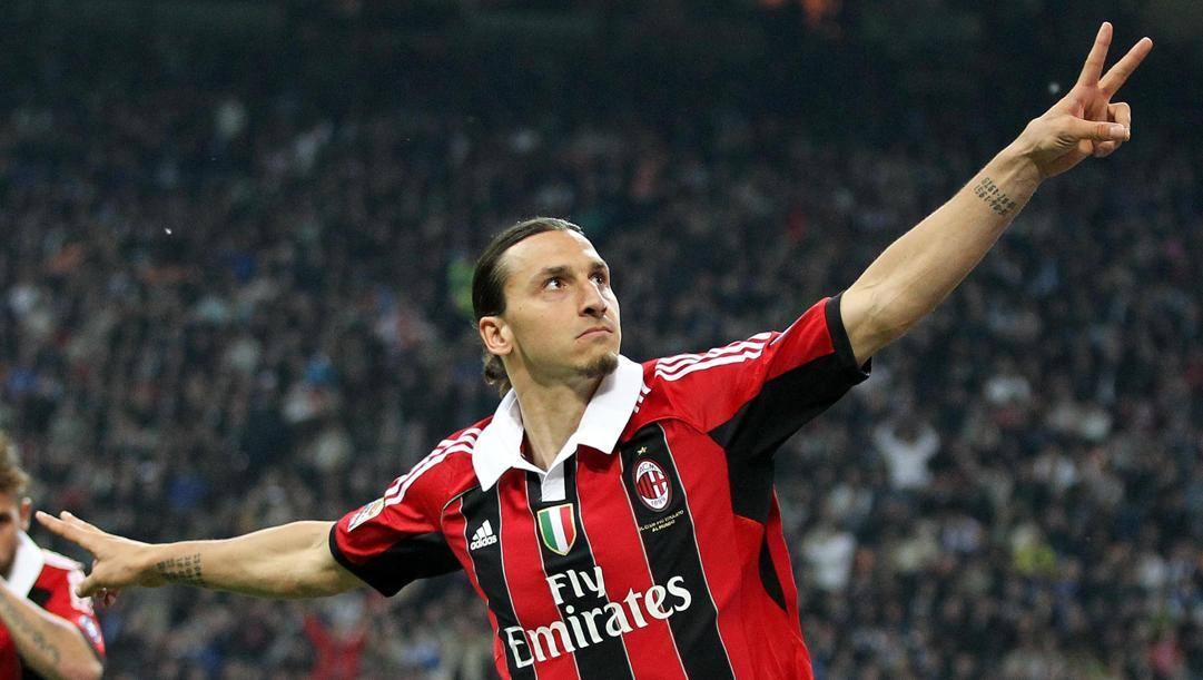 Zlatan Ibrahimovic con l'ultima maglia del Milan indossata. Ansa