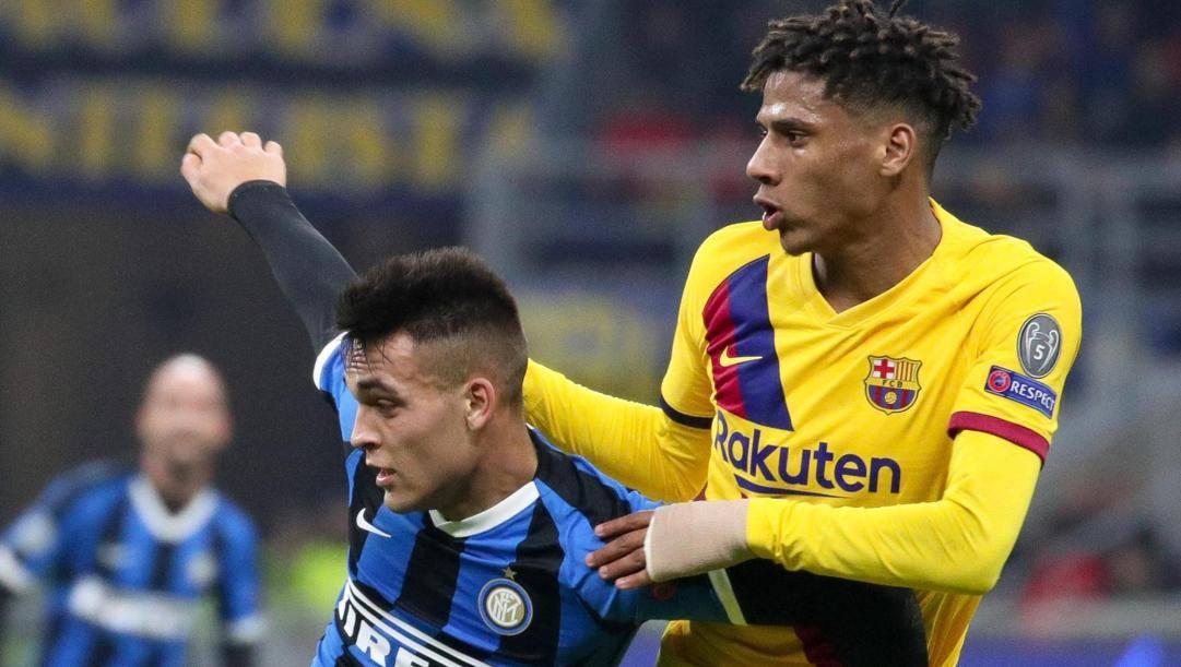 Jean-Clair Todibo, 20 anni oggi, contrasta Lautaro Martinez in Inter-Barcellona di Champions. Ansa