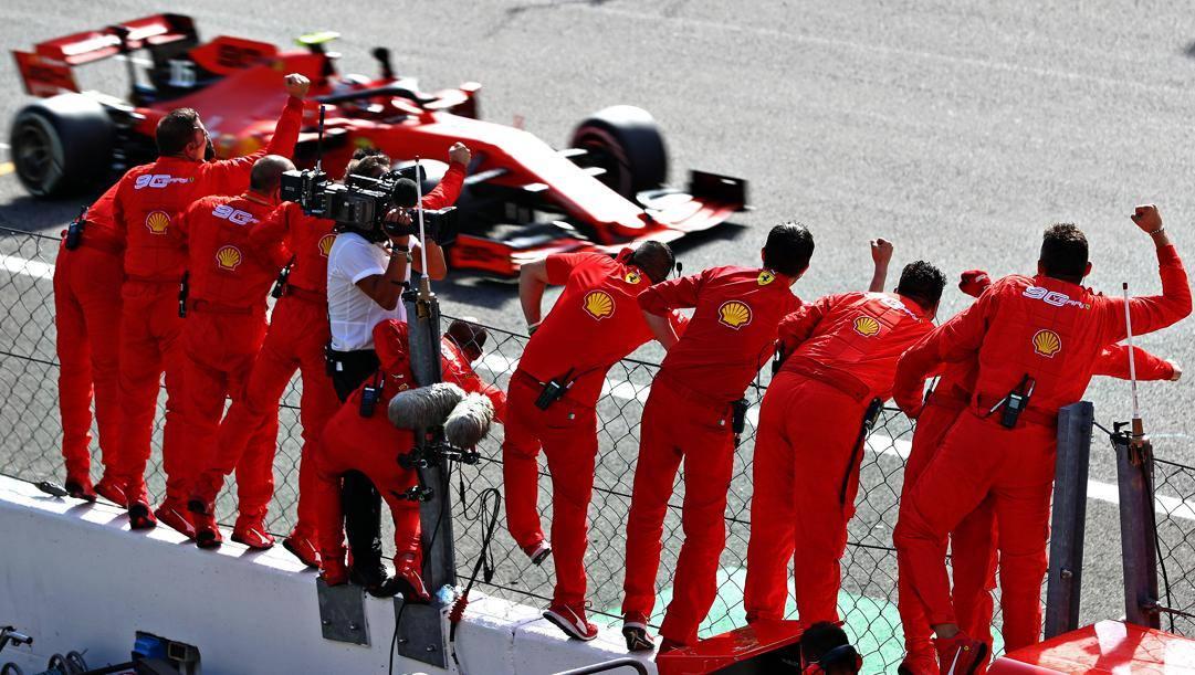 La Ferrari di Charles Leclerc taglia per prima il traguardo dell'ultimo GP Italia a Monza, settembre 2019. GETTY