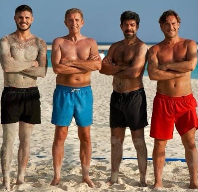 Alla Maldive, ecco il dream team! Da sinistra, Icardi, Ezio Greggio, l'attore Favino e Francesco Totti.