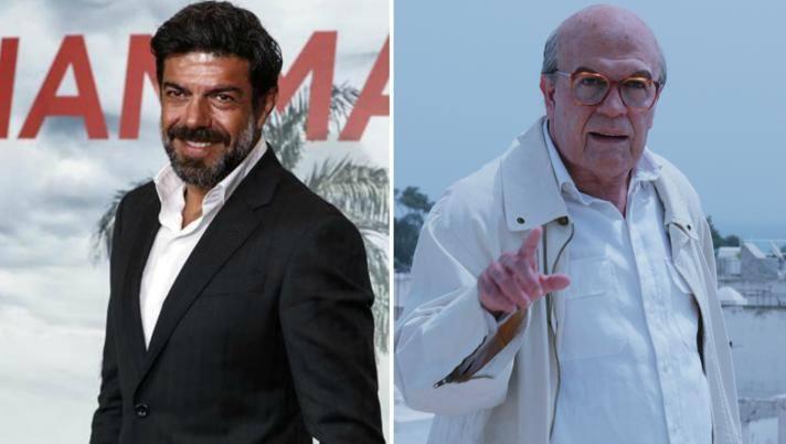 """Pierfrancesco Favino, 50 anni, e a destra nella trasformazione in Craxi per il film """"Hammamet"""""""
