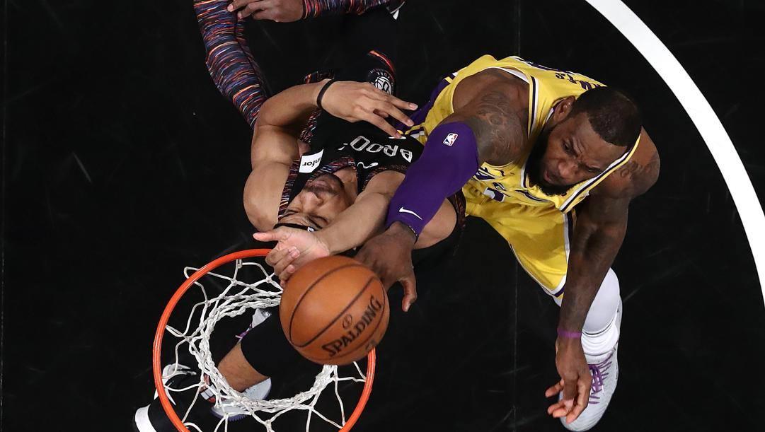LeBron James: sotto accusa sono i suoi sistematici passi di partenza mai fischiati. Afp