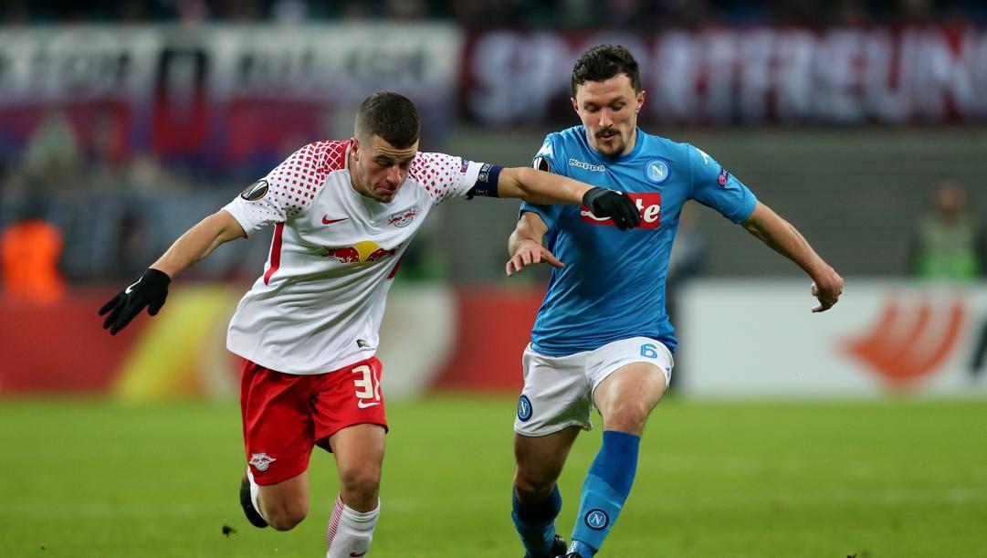 Diego Demme a duello con Mario Rui in un Lipsia-Napoli di Europa League. Getty