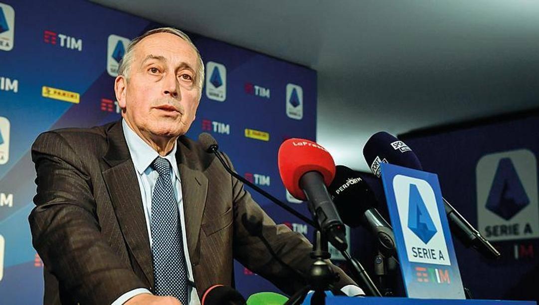 Il commissario della Lega Giancarlo Abete, 69 anni, annuncia l'elezione di Paolo Dal Pino. Lapresse