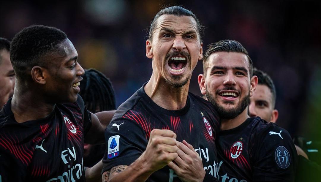 Zlatan Ibrahimovic, 38 anni, esulta dopo il gol al Cagliari. Lapresse