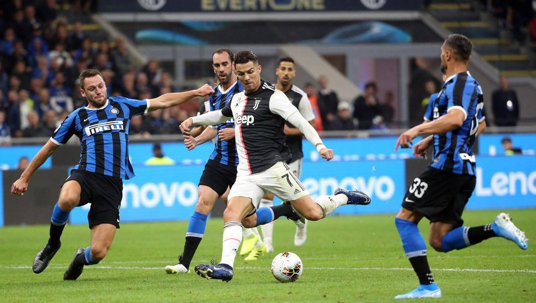 Cristiano Ronaldo in azione in Inter-Juventus. Ansa